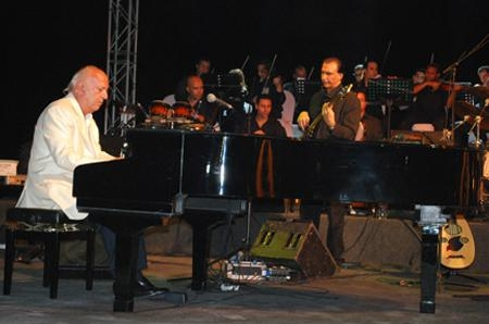 Celebration of the golden fingers of the artist Omar khairat(2011)